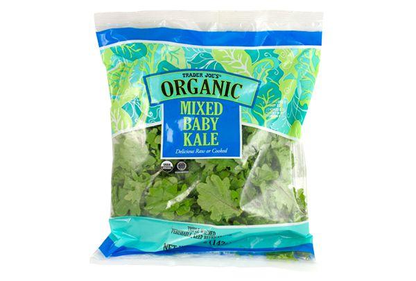 こちらのレビューとレシピは http://traderjoesgohan.com/trader-joes-organic-baby-kale-salad/ Trader Joe's Organic Baby Kale 5oz/142g $1.99 トレーダージョーズ オーガニック ベビーケール 簡単サラダのレシピ