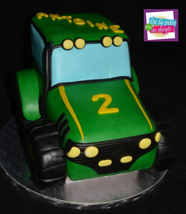 tracteur en cake sculpté