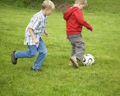 Soccer Drills for 3-5 Year Olds...website has other great drills & games for sports Soccer Skills for kids #kids #soccer