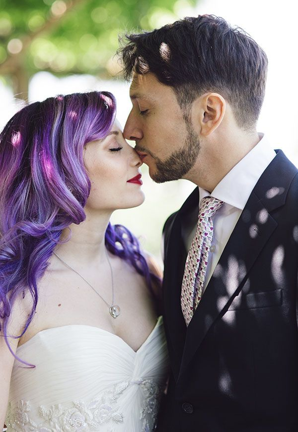 stunning bride with purple hair http://weddingwonderland.it/2015/09/matrimonio-anni-20-vico-equense.html
