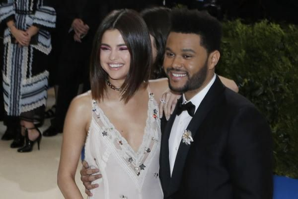 Selena Gomez shared on Instagram Monday a new photo of herself and The Weeknd enjoying a dinner date together.