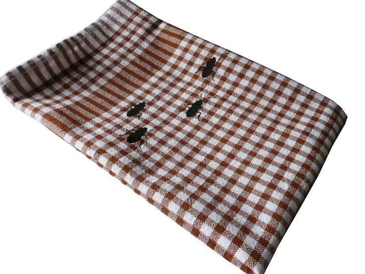 Tea towel with cockroaches // Geschirrtuch Küchenschaben by cherry_bomb