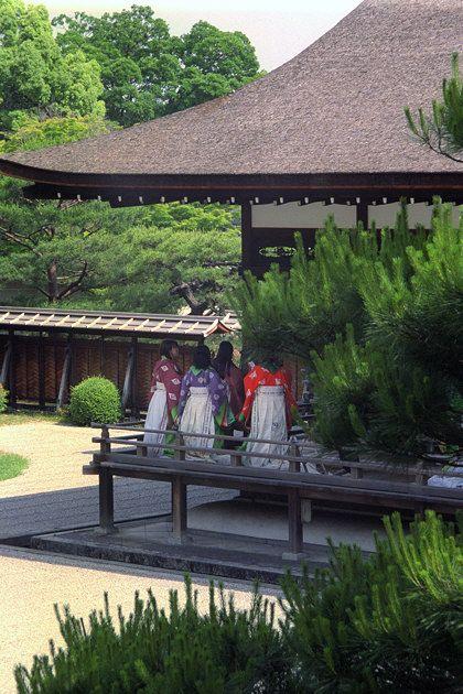 Ninnaji Temple, women dressed in junihitoe.