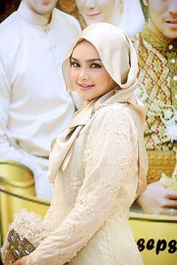 Siti Nurhaliza - Khairul Fahmi's Wedding 2013.jpg