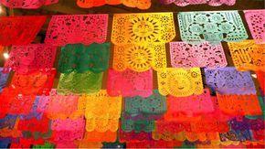 Papel Picado Mexicano O papel picado mexicano é uma decoração tradicional Mexicana, tendo sido até declarado como Patrimônio Cultural em um dos estados do México. E não é a toa que essa declaração tenha acontecido, afinal esse é um trabalho...