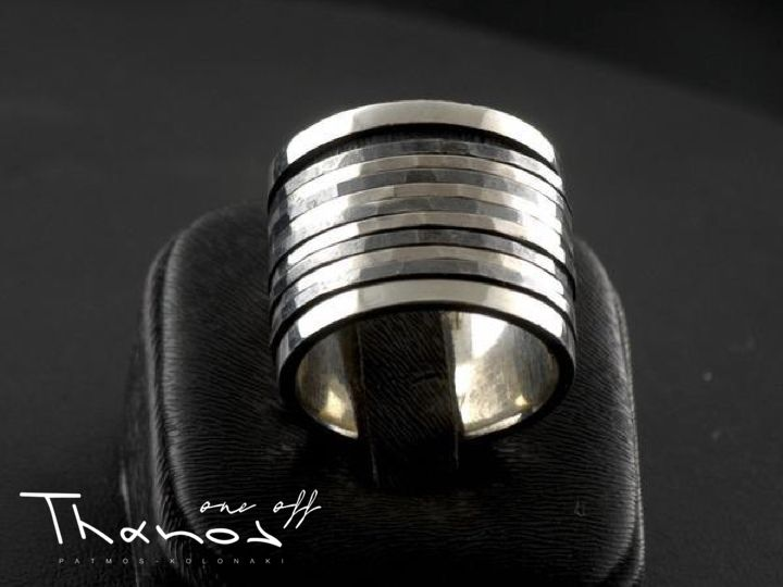 A handmade silver ring for a modern look that conveys strength and dynamism! http://www.thanosoneoff.com/collections/silver-rings/products/ring-114 #Thanos #ThanosOneOff #BeOneOfAKind #ring #HandmadeRing #handmade #KandCollection #silver #silver925 #modern #jewel #jewelry #jewellery #FreeShipping