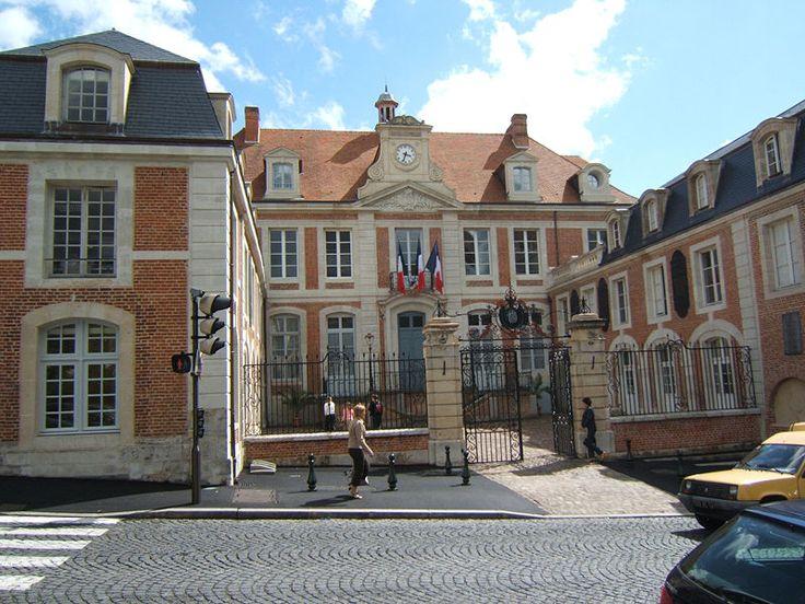 17 best images about le centre ville on pinterest for Piscine lisieux