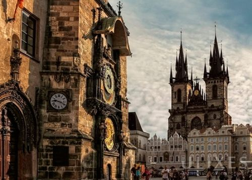 Путешествие по Европе: Прага http://set-travel.com/ru/blog/item/9948-puteshestvie-po-evrope-praga  Путешествуя по Европе, рано или поздно вы окажетесь в такой замечательной стране как Чехия. Главный город этого государства, разумеется Прага, отличающийся разнообразием. Более того, многие считает его самым красивым во всей Европе. Так почему бы не посетить этот развивающийся центр, который сумел сохранить многочисленные церкви, храмы, старинные мосты, позолоченные башни и прочие строения…
