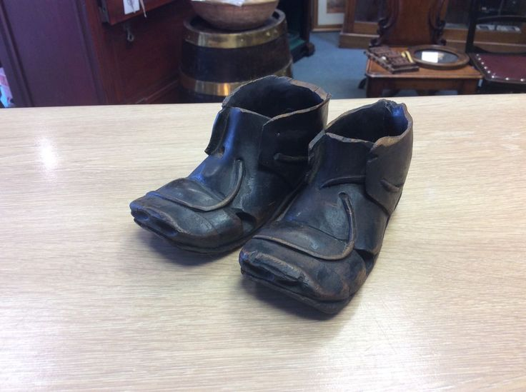 Very Sweet Pair Of Victorian Treen Ebonised Booties / Shoes, £28.00