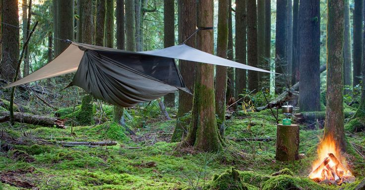 Hennessy hammocks – If you want to travel a lot with your hammock, we recommend using a travel hammock, as they occupy little space and are light (about 600 g). If, on the other hand, you want to use your hammock especially at home or take it to a single place of vacation (and not take it...