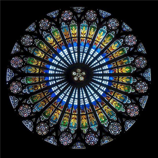 A rose window. My tweet on rose windows: https://twitter.com/moorefo1/status/778622324169969664 (FahmeenaOdetta)
