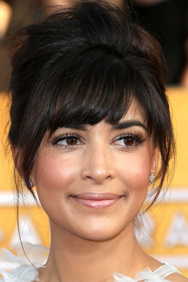 Hannah Simone at the 2014 SAG Awards: http://beautyeditor.ca/2014/01/20/sag-awards-2014/ Modern beehive with bangs