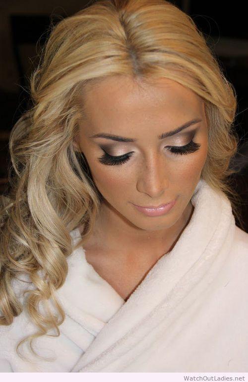 Sweet bride makeup idea for blonde hair