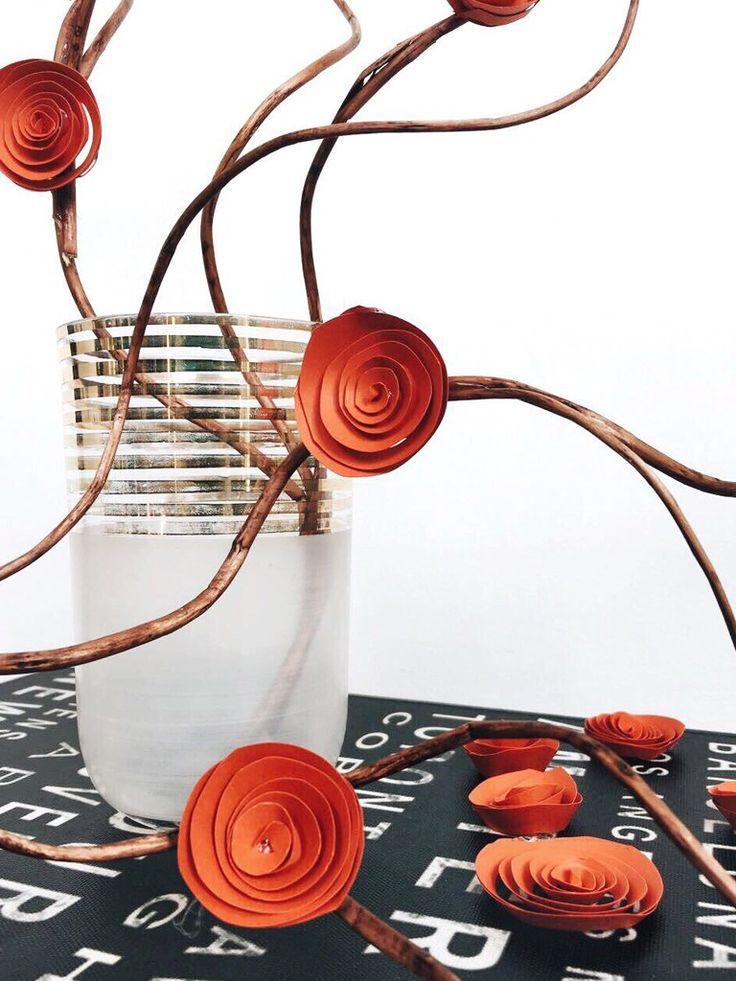Con l'arrivo della primavera avere dei fiori in casa è sempre piacevole 😍 Un'alternativa ai fiori freschi potrebbero essere queste meravigliose rose in cartoncino! Prepararle è semplicissimo, clicca e scopri come fare 👇  #splitmind #rose #carta #rose #red #lifestyle #homemade #faidate #decorations #decorazioni #home #splitlab