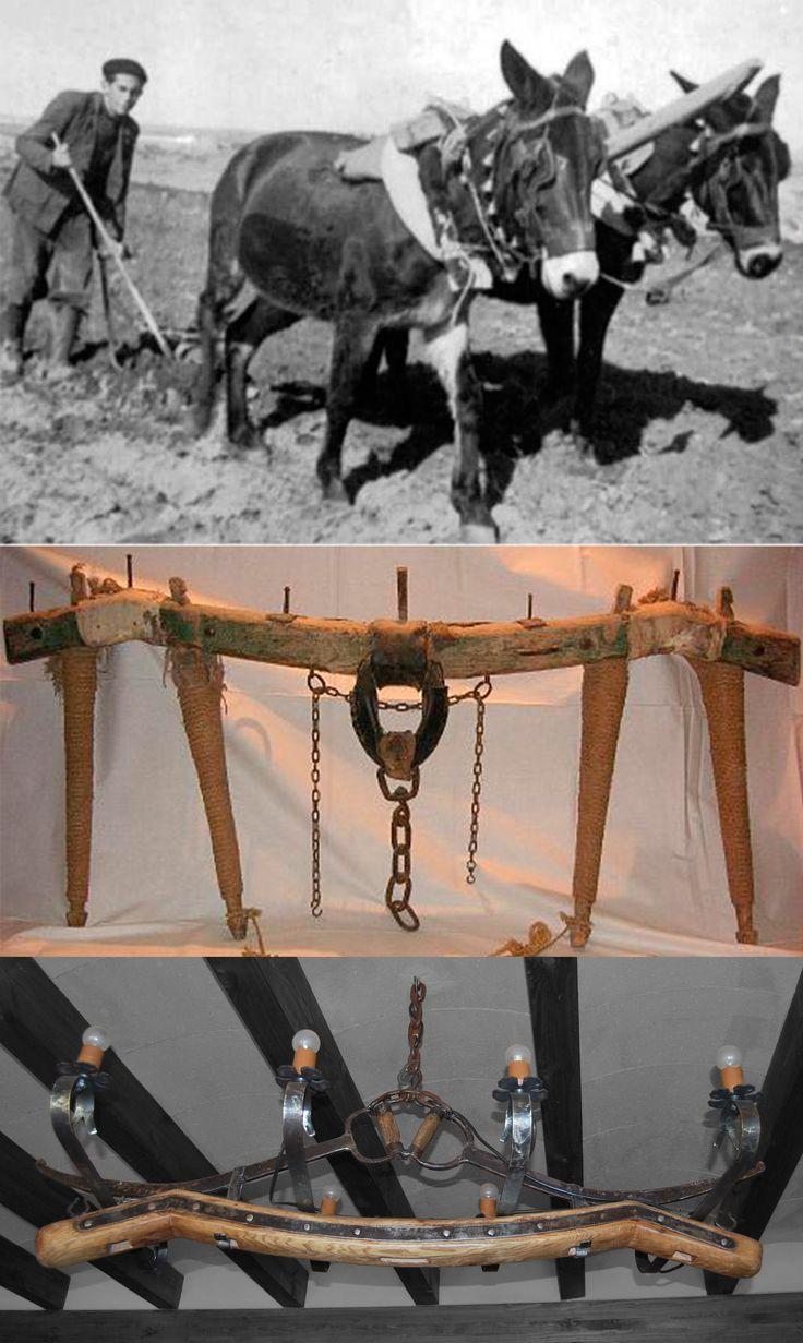 Lámpara  hecha a partir de una toza, antiguo apero de labranza con mulas