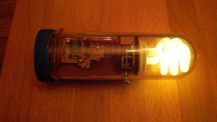 Make An Emergency CFL – Tube (energy saving light bulb) Flashlight