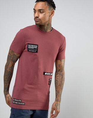 Camiseta larga ajustada con parches fotográficos y cremalleras laterales de ASOS