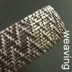 Handgemaakte zilveren sieraden met weefwerk