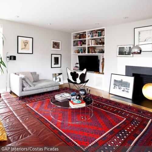 Wonderful Der Großflächige Orientteppich In Rot Und Blau Und Das Ledersofa In Braun  Geben In Dem Wohnzimmer Pictures