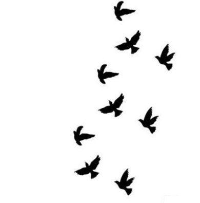 tatouage petit oiseau noir