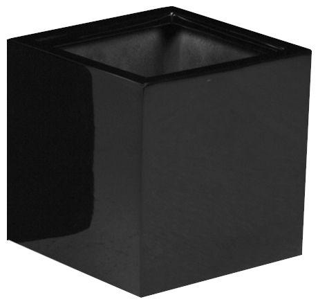 Plantenbak El Savador 45 cm VTW De El Savador is een grote glanzende vierkante pot in het zwart. (een eyecatcher voor ieder huis, tuin/terras) Het gebruikte materiaal is Fiberstone (mengsel van polyester, gemalen graniet en fiberglas), dit maakt de pot supersterk en niet zwaar, maar zorgt wel voor een natuurlijke uitstraling. Lichtgewicht en vorstbestendig. De gehele fiberstone-collectie is zowel voor binnens-als buitenhuis geschikt en zijn verkrijgbaar in uiteenlopende vormen en kleure...