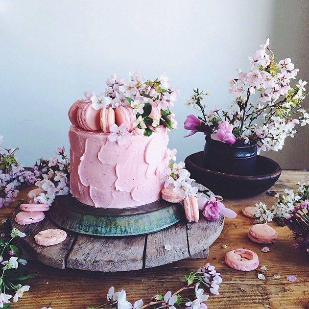 Happy happy birthday to our creative director @claudia_wu! (World's prettiest #cake by @linda_lomelino.)