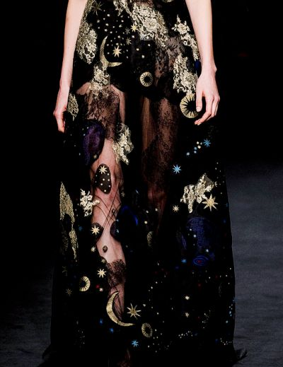 daphgroenevelds:    fashion gods inspire: details ■ Valentino Fall 2015 RTW                                                                                                                                                                                 More