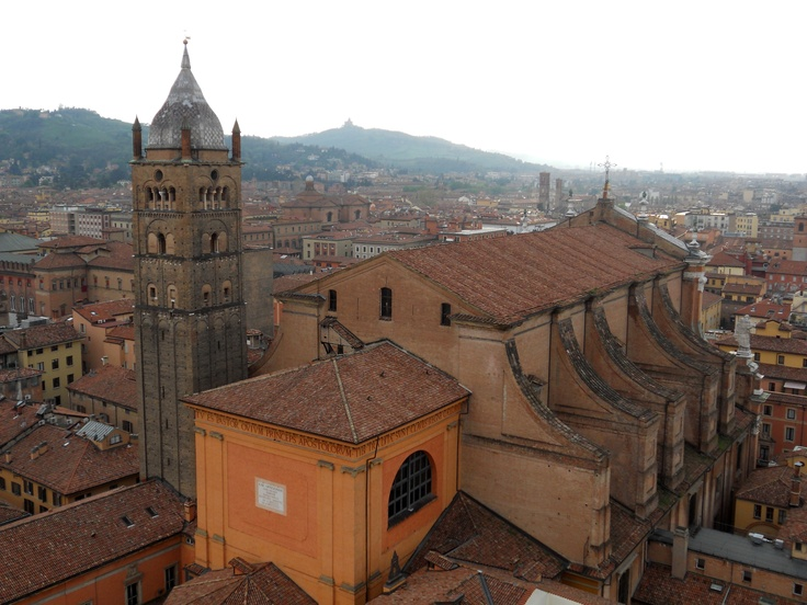 #invasionidigitali #tourdelletorri vista San Pietro e San Luca