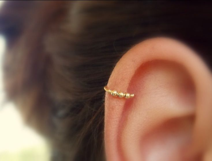 Beaded cartilage earring - Helix hoop - Cartilage piercing - Helix jewelry…