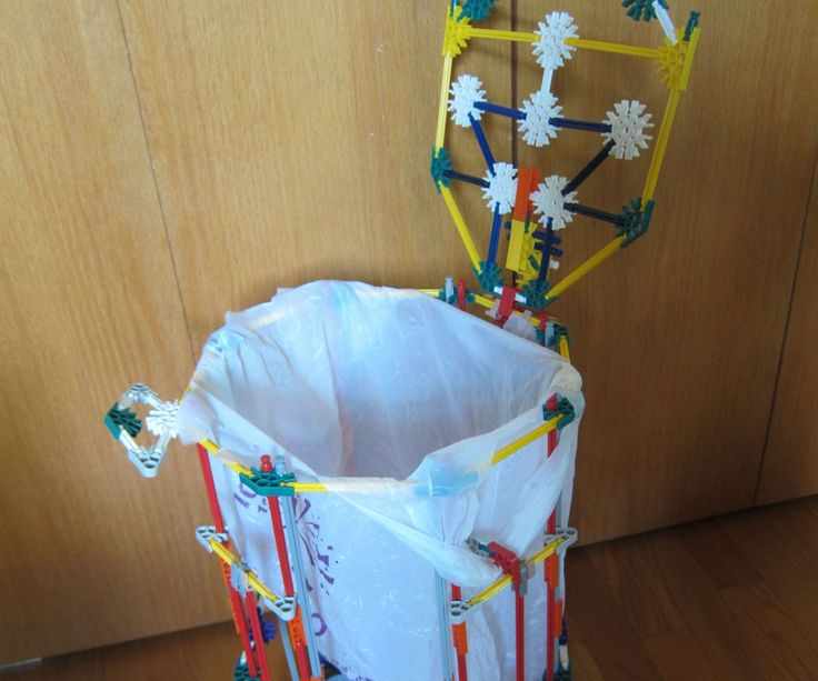 Hi everyone this is a rolling K'NEX trash can I made. The lid opens and closes. It's perfect for a room or office.