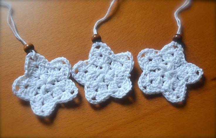 En DIY på hæklede julestjerner.. Kig forbi bloggen.. :)