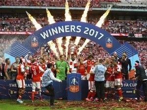 Jose Mourinho praises Arsenal board for standing by manager Arsene Wenger
