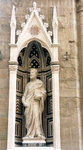 Statue In Piazzale Degli Uffizi Photo: Robert