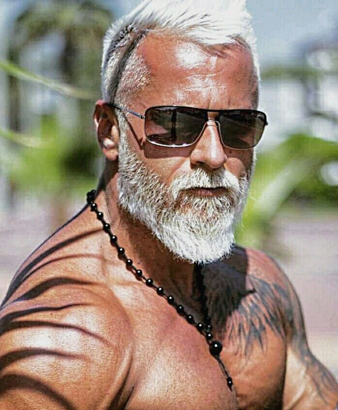 Looks good! =)   Grey hair men, Grey beards, Beard styles