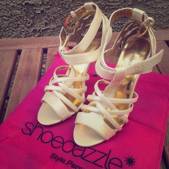 """Shoe Dazzle Cream Party shoes Sz 7 Never worn. Only tried it on for few minutes inside my house so practically new. Shipping without box but I'll include the Shoe Dazzle dust bag. Heels is approximately 4"""". ❌ I don't accept trade or PP. ✔️ But please give me a reasonable offer. Shoe Dazzle Shoes Heels"""
