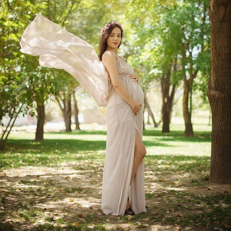 This mommy to be has achieved a new level of beauty . She is one of the most perfect brides I ever shot and now she has become the goddess of pregnancy photos. Can't wait to meet her little baby. #pklfamily #pregnancystyle #maternityshoot #maternitystyle #mommytobe #pregnantgoddess #maternityphotoshoot #maternityphotography #pregnancyglow #pregnancygoals #stylishmom #familyphotographer #maternityinspiration
