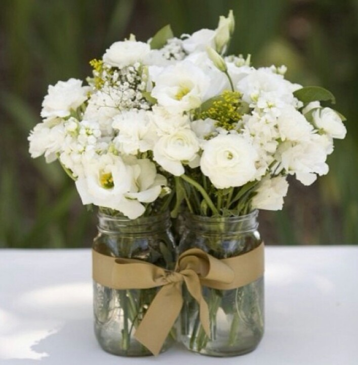 39 best centros de mesa images on pinterest marriage diy and crafts flowers in clustered mason jars held together with a ribbon cute idea for entry table or around accents in reception area like these flowers but perhaps solutioingenieria Images