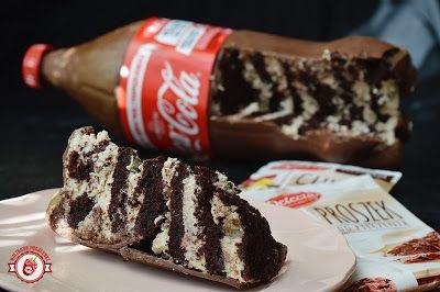 Malinowe Pocałunki: Tort czekoladowy zamknięty w czekoladowej butelce.