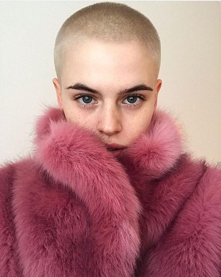 @cajsawessberg staying warm in HOPE Foxy Faux Fur