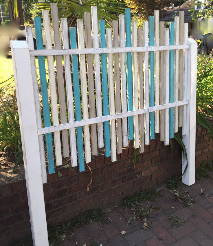 How cool is this!?  A custom order  beach fence headboard by CastawaysHall on Etsy.  It breaks down into easy assemble parts for shipping.