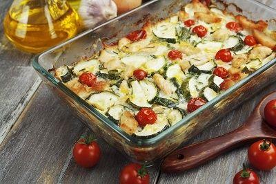 Auflauf mit Hähnchen, Zucchini und Tomaten