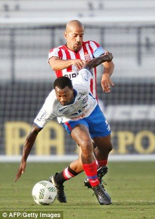 Veron muscles Bahia's Rene Junior off the ball during his appearance in the 2017 Florida Cup