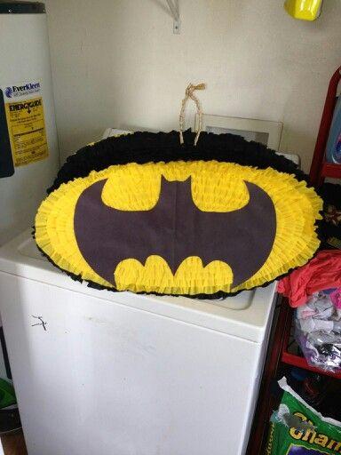 Batman symbol pinata                                                                                                                                                      Más