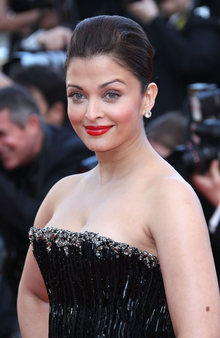Aishwarya Rai Sexiest Cleavage Show Ever At 'On Tour' Premiere During The 63rd Cannes Film Festival - Latest Tamil Actress, Telugu Actress, Movies, Actor Images Wallpapers