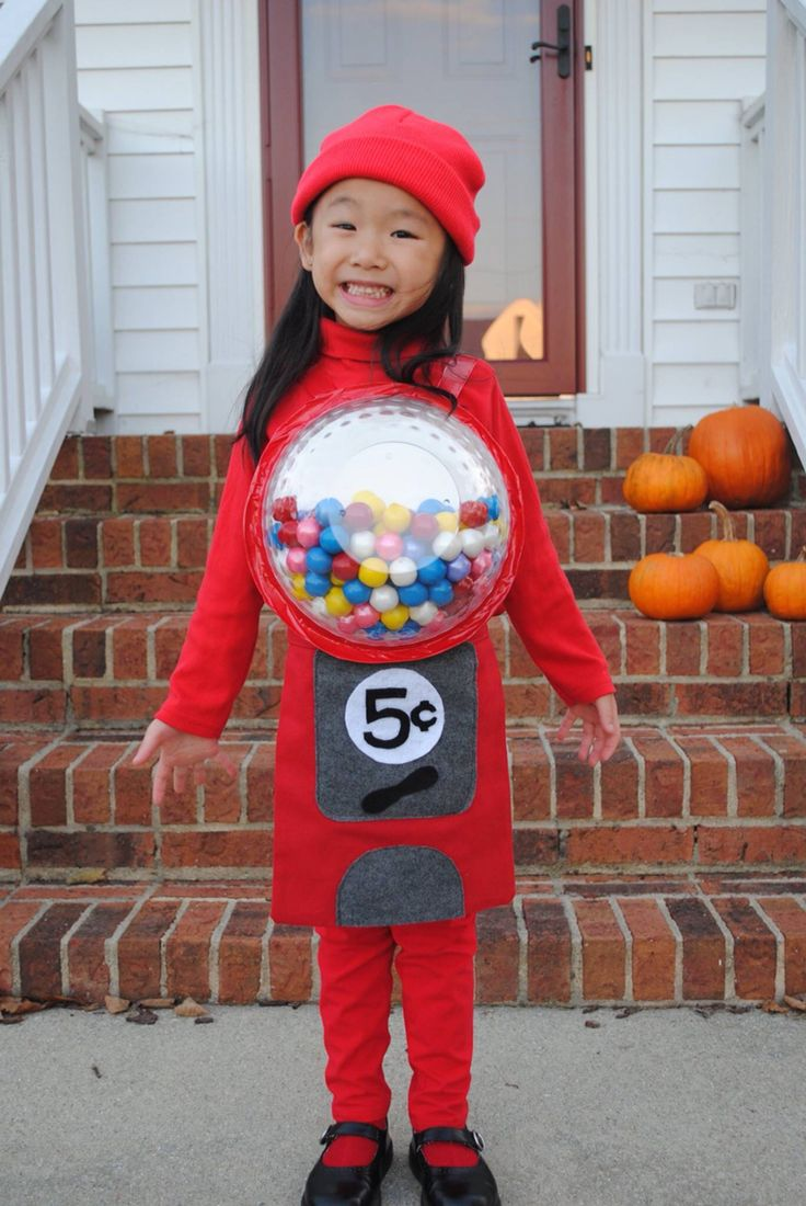 A cute and cheap halloween costume for a little girl! An old fashion gumball machine!