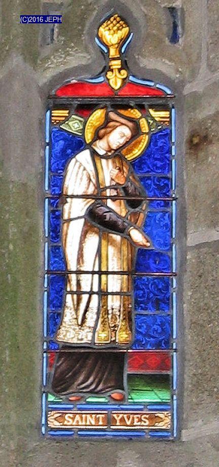 Vitrail de St Yves, chapelle du Danouët, Bourbriac (22)