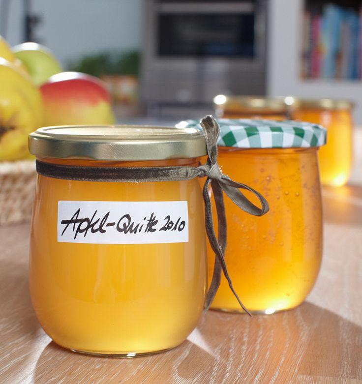 Ein leckeres Gelee aus Äpfeln und Quitten zum Sonntagsfrühstück