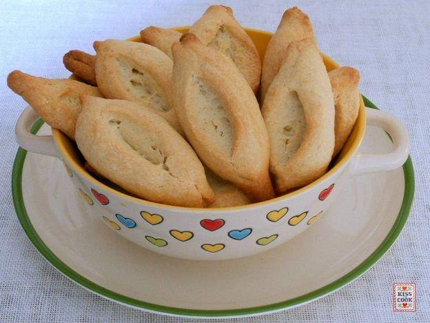 Le navettes, o barchette sono dei biscotti di origine provenzale che vengono preparati soprattutto per la Candelora. Sono biscotti semplici, di pasta frolla
