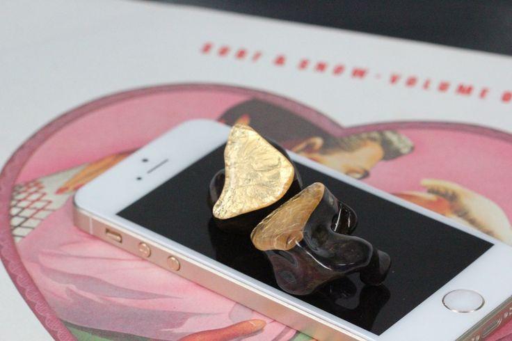 Golden surface and metal glitter shell! Freshly crafted Heir 10.A music monitors! #music, #headphones, #audiophiles, #heiraudio,#audio, #headfi, #hifi, #design, #craftsmanship,