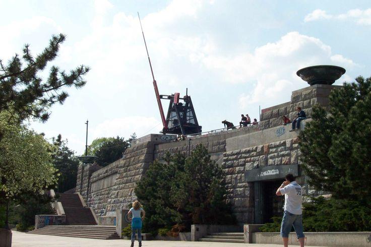 Había parque, que se llamaba Letenské sady, en la figura está péndulo
